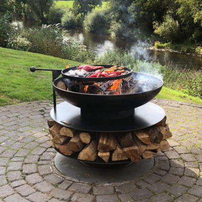 Ring of Logs Firepit with BBQ Swing Arm
